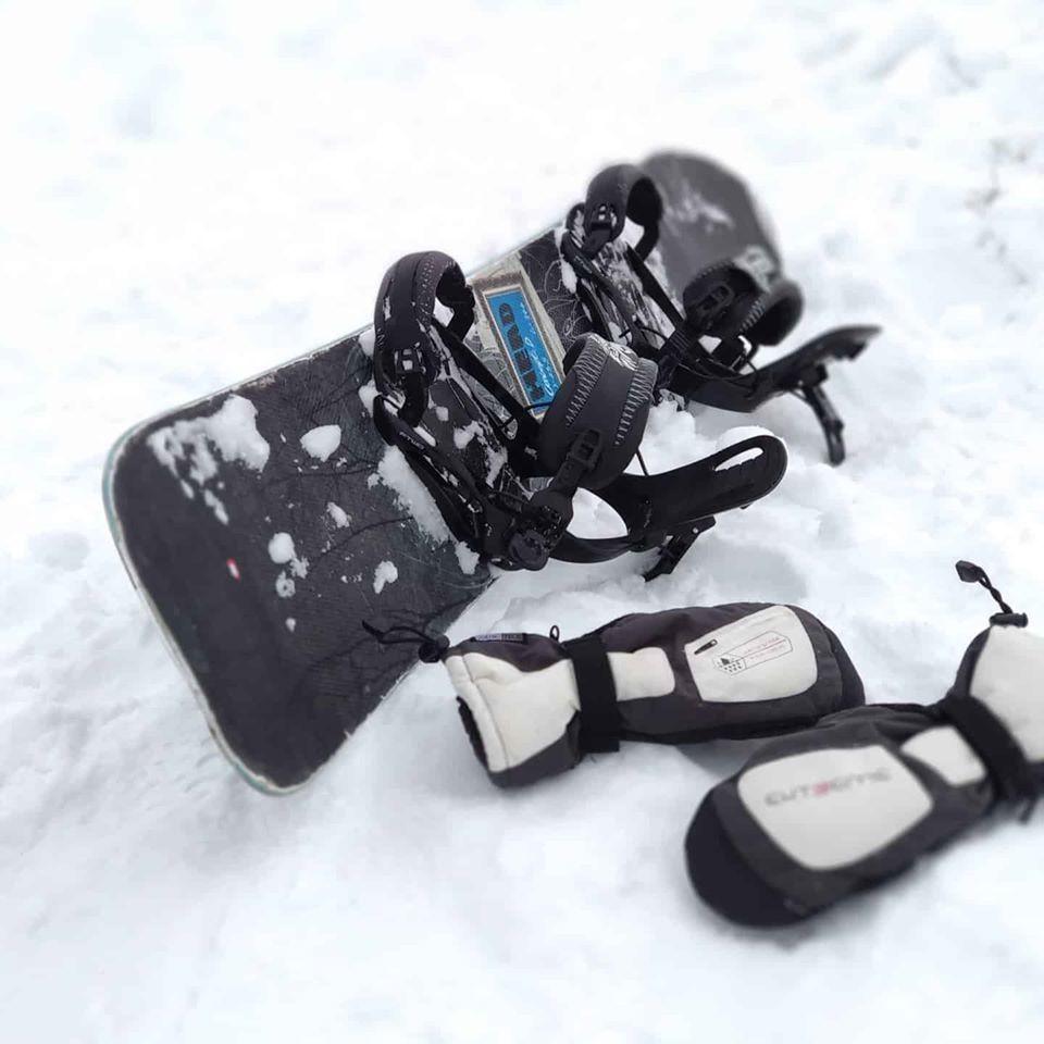 """Всім привіт! Коли ти хочеш катнуть, відмазок типу """"немає снігу"""" """"там дощ"""" не існує!Сніг є! Кататись можна!Наш прокат працює без вихідних з 9.00 до 22.00."""